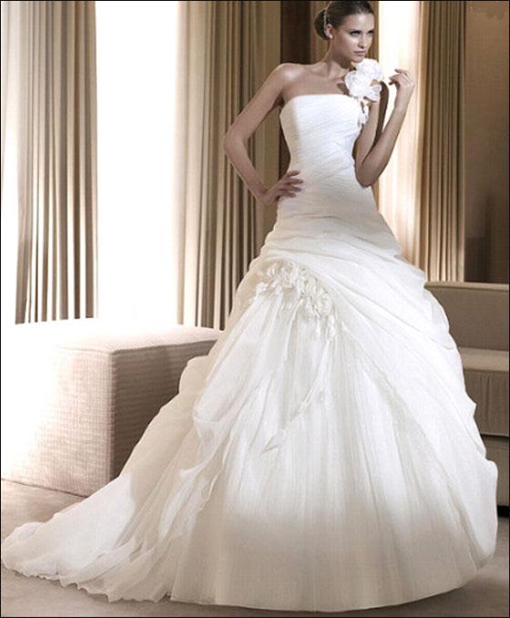 c617d60ef أجمل فساتين زفاف 2015 طبقًا لمجلة هاربر بازار   مجلة أصحابي
