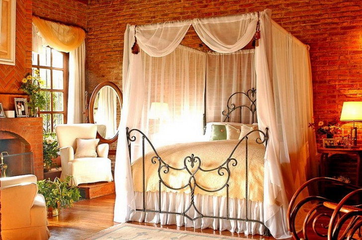 Classic-Romantic-Bedroom-Designs-with-Canopy-728x483